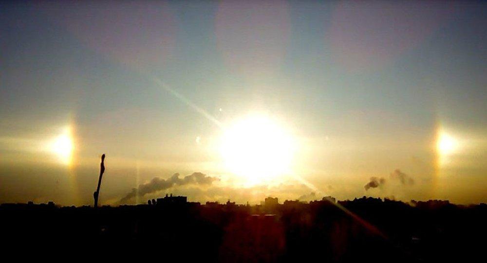 Rusya'nın St. Petersburg kentinde üç güneş birden doğdu.