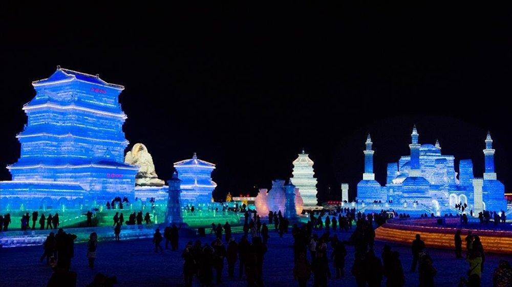 Harbin Buz Festivali ziyaretçileri büyülüyor