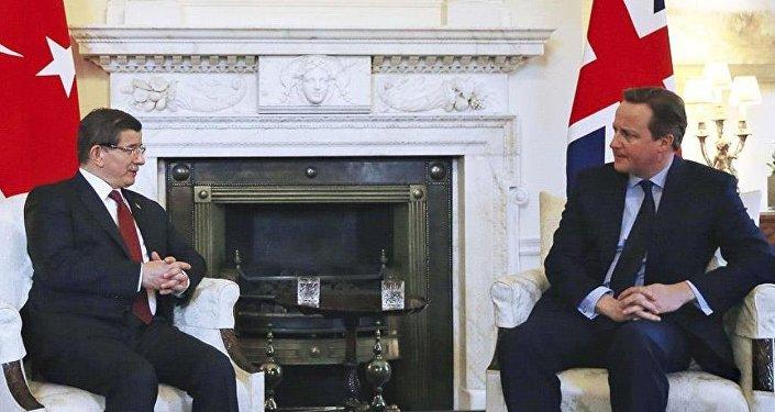 Başbakan Davutoğlu ile İngiltere Başbakanı Cameron bir araya geldi.