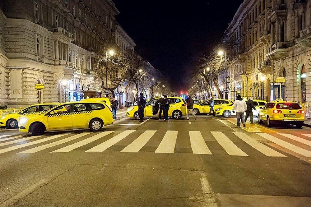 Budapeşte'de taksiciler 'Uber' uygulamasını protesto etti