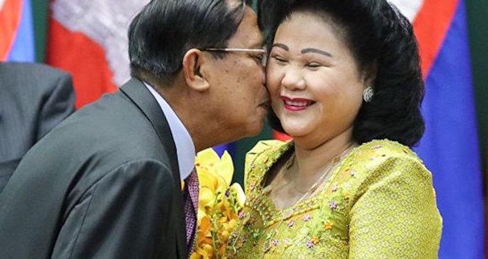 Kamboçya Başbakanı Hun Sen ve eşi Bun Rany