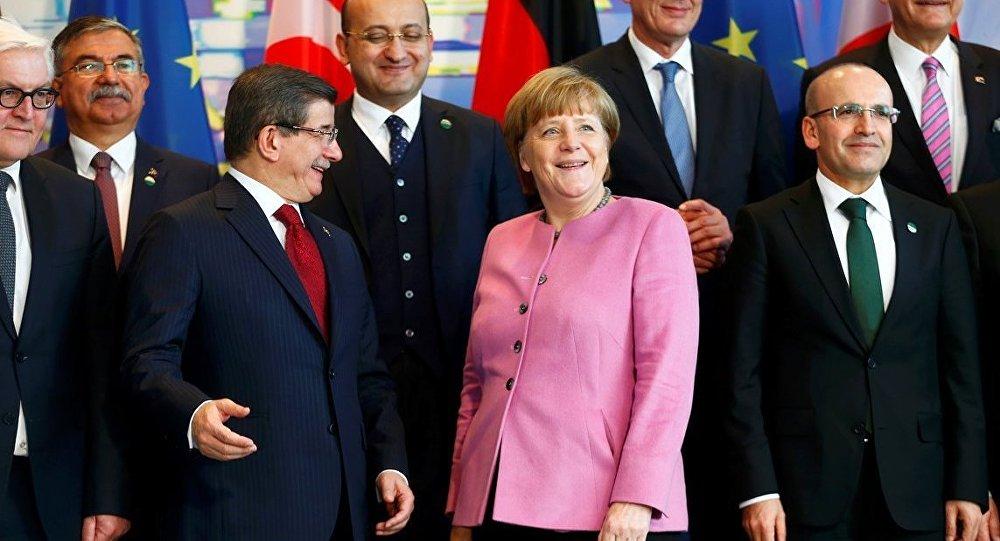 Türkiye Başbakanı Ahmet Davutoğlu- Almanya Başbakanı Angela Merkel