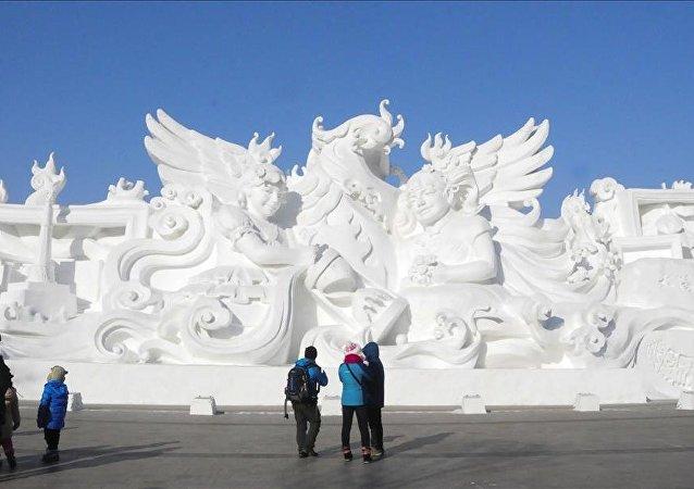 Dünyanın en büyük buz ve kar festivali yapıldı