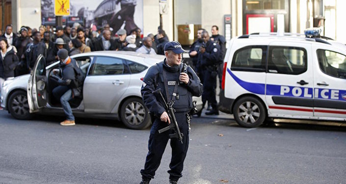 Paris'teki 5 okul terör tehdidi nedeniyle boşaltıldı.