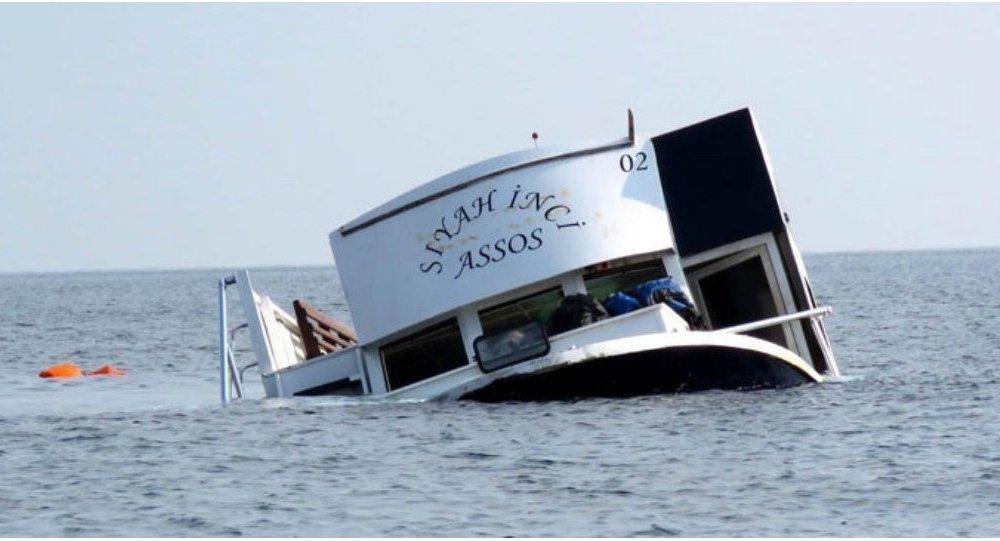 Çanakkale'nin Ayvacık ilçesinde geçen cumartesi günü 18'i çocuk 39 sığınmacıya mezar olan 'Siyah İnci Assos' adlı gezi teknesi.