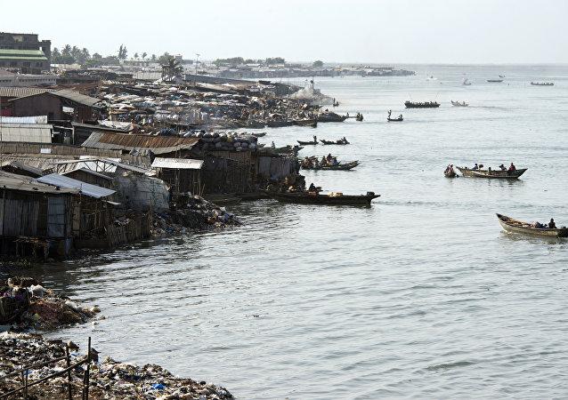Cotonou lagunundan genel bir görünüm.