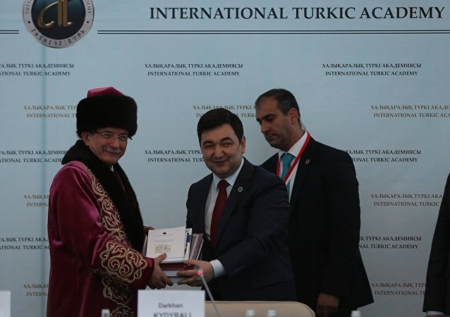 Başbakan Ahmet Davutoğlu, Kazakistan'da.