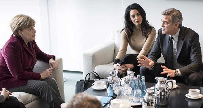 ABD'li oyuncu George Clooney ve eşi Amal, Almanya Başbakanı Angela Merkel'i ziyaret etti.