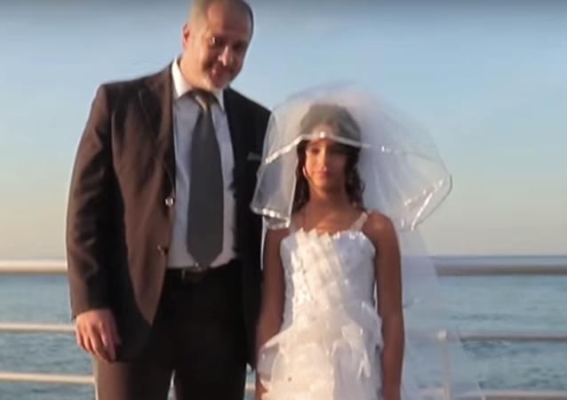Lübnan'da çocuk evliliklerine dikkat çekmeyi amaçlayan video, tartışma yarattı.
