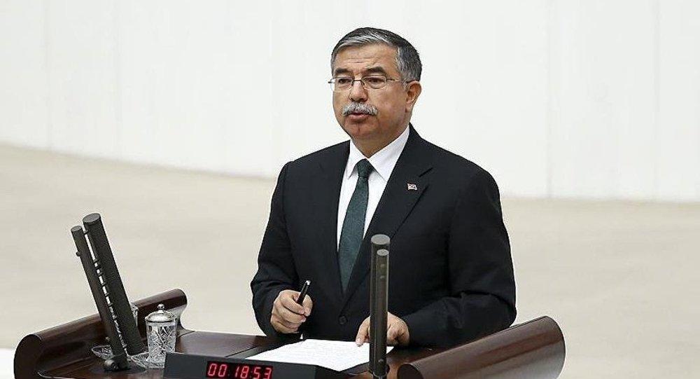 Milli Savunma Bakanı İsmet Yılmaz