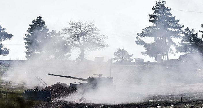 Öncüpınar Sınır Kapısı yakınlarındaki Türk tankları