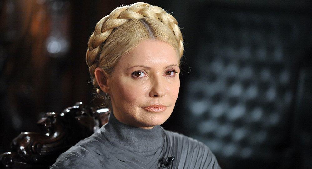 Eski Başbakan Timoşenko, başının tepesinde bağladığı örgülü saçlarının kendisine her şart altında rahatlık sağladığını ve uzun süreli bakım gerektirmediğini de ekledi.