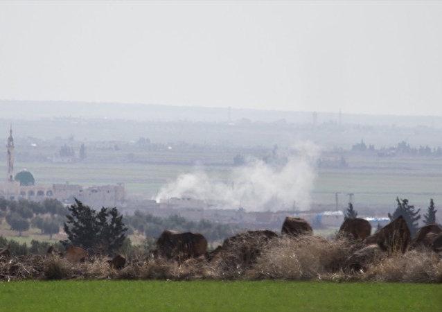 TSK'nın Kilis sınır hattında konuşlu birliklerinden Fırtına obüsleriyle, Halep'e bağlı Azez ilçesindeki PYD/PKK hedeflerine gerçekleştirilen top atışları devam ediyor.