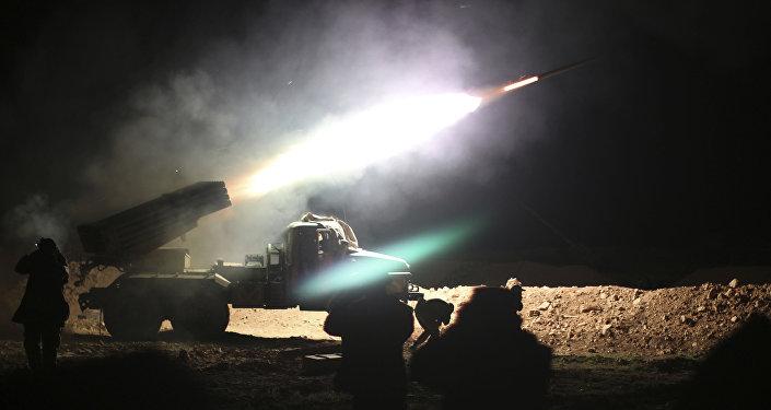 Suriye askeri Rakka'daki IŞİD mevzilerini bombalıyor