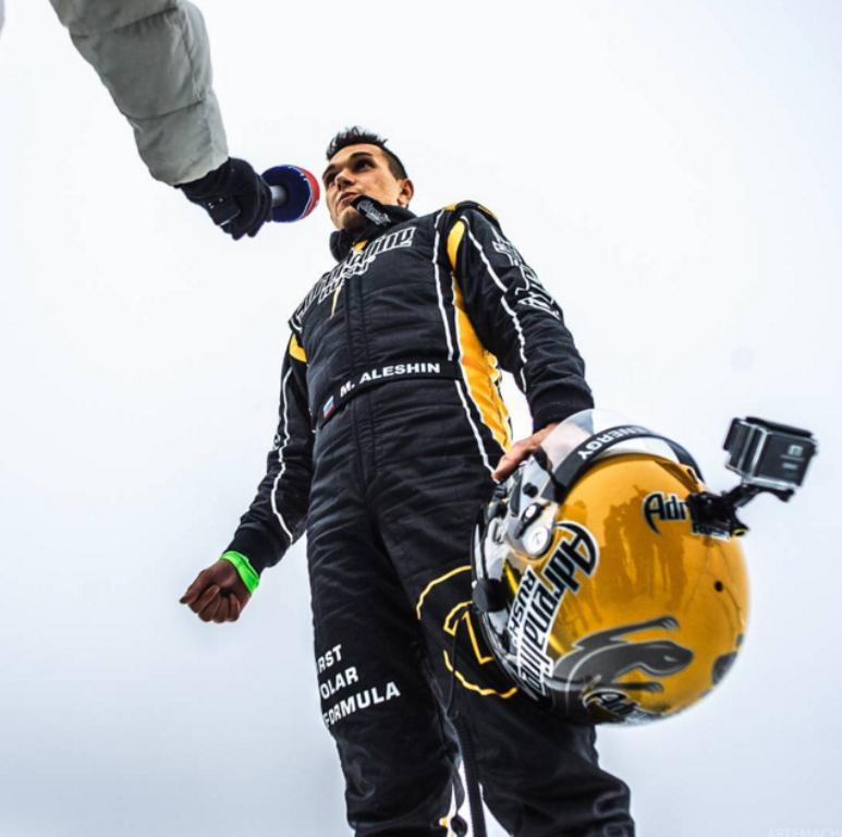 Rus araba yarışçısı buz üstünde dünya rekoru kırdı