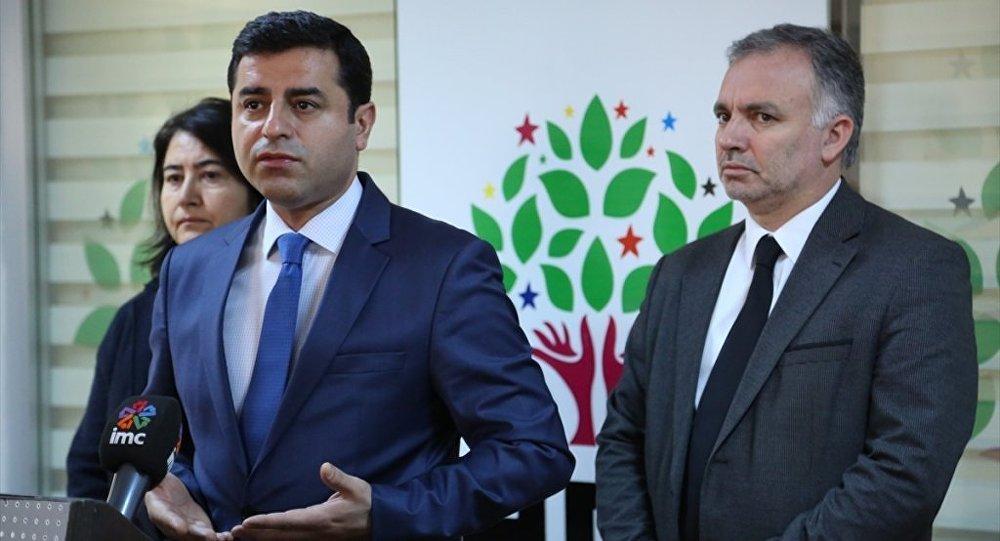 HDP Eş Genel Başkanı Selahattin Demirtaş, parti genel merkezinde gerçekleştirilen Merkez Yürütme Kurulu (MYK) toplantısı öncesi, gündeme ilişkin açıklamalarda bulundu