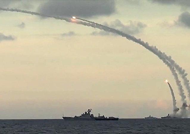 Rusya'nın IŞİD mevziilerine Kalibr-NK kruz füzeleri fırlatıyor