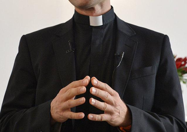 Katolik rahip, 'Nazi odasında' kokain koklarken yakalandı