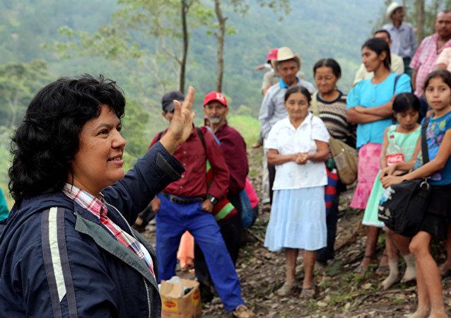 Honduras yerli halk lideriçevreci Berta Caceres