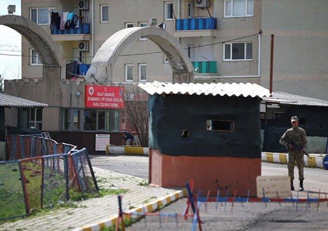 Diyarbakır D Tipi Ceza İnfaz Kurumundan 6 mahkum firar etti.