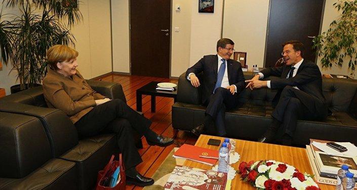 Angela Merkel - Ahmet Davutoğlu - Mark Rutte
