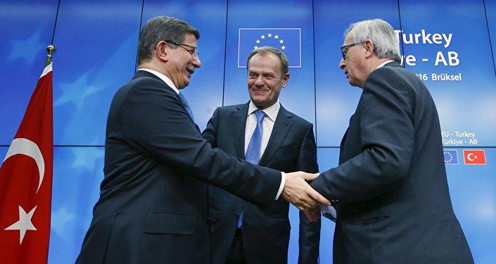 Ahmet Davutoğlu - Donald Tusk - Jean Claude Juncker