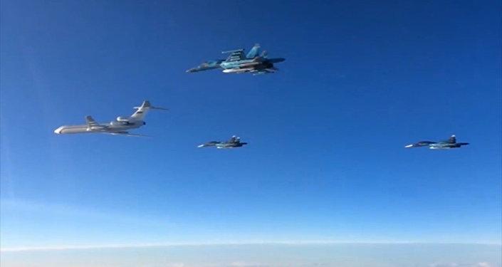 Rus Tu-154 ve Su-34 uçakları