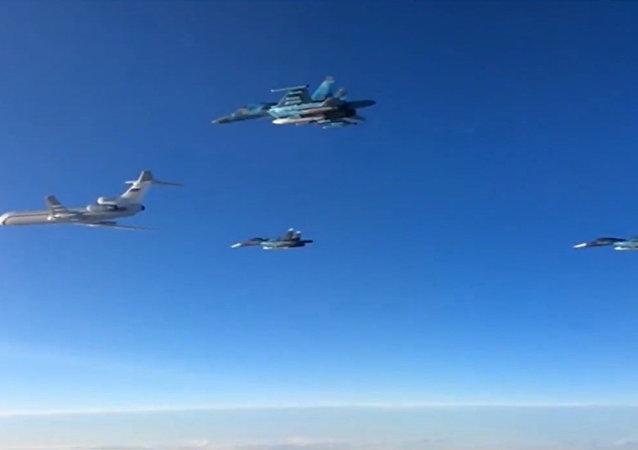 Rus uçakları Suriye'den ayrılmaya başladı
