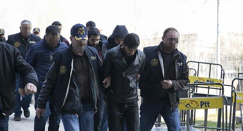 Ankara'daki terör saldırısına ilişkin soruşturma kapsamında gözaltına alınan ve emniyette işlemleri tamamlanan 10 şüpheliden 9'u sağlık kontrolünden geçirildi. Şüpheliler daha sonra adliyeye sevk edildi.