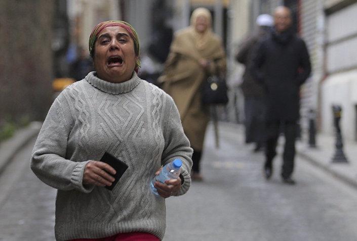 İstanbul'daki patlamanın ardından bölgede bulunan bir kadın