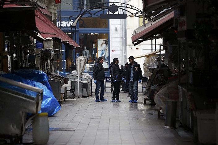 Saldırının ardından çevredeki sokaklar boşaltıldı.