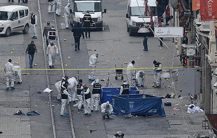 Patlamanın ardından olay yeri ekipleri incelemelerine devam ediyor.