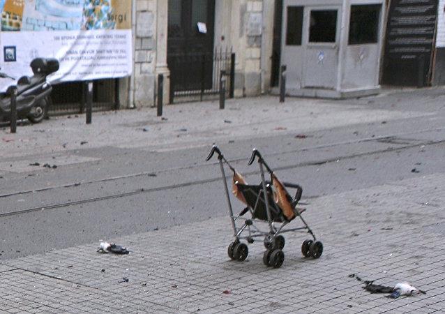 Saldırının ardından çekilen fotoğraflarda görülen bebek arasının sahibi Asya'nın durumu ciddiyetini koruyor.