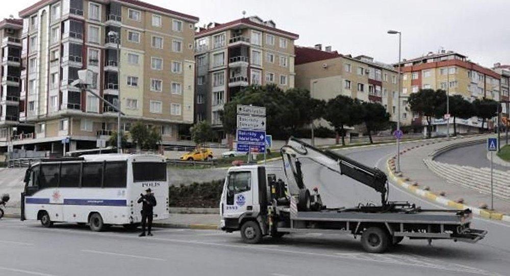 İstanbul Valiliği tarafından Bakırköy'de yapılmak istenen Nevruz kutlamalarına izin çıkmamasının ardından bölgede yoğun güvenlik önlemleri alınarak, Bakırköy Halk Pazarı'na çıkan yollar araç trafiğine kapatıldı.