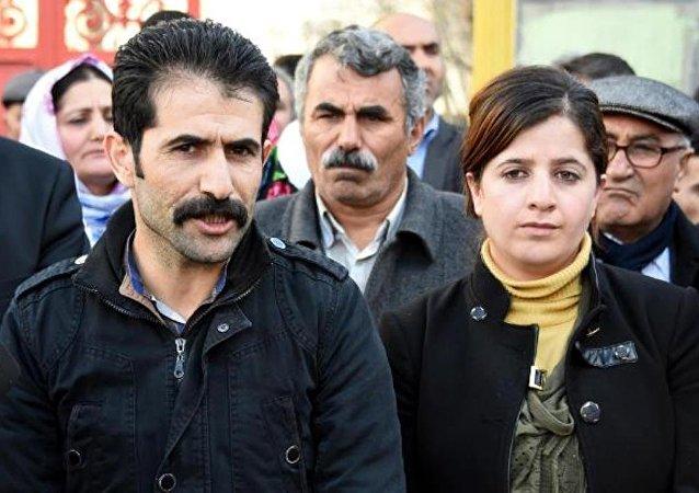 DBP İl Eş Başkanları Caziye Duman ve Ökkeş Kava, 'Terör örgütüne üye olmak' suçundan tutuklandı.
