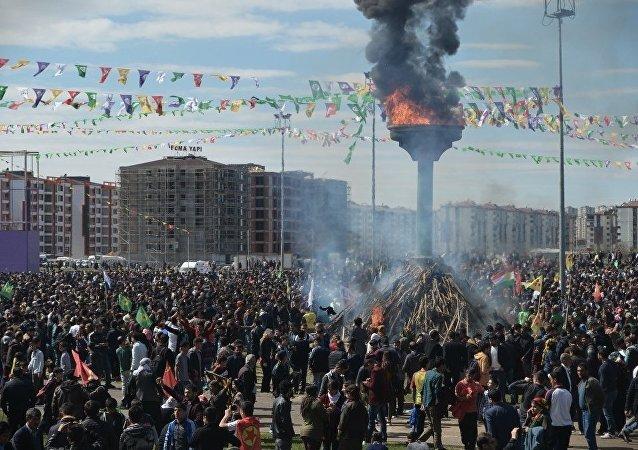 Diyarbakır'daki Nevruz törenine katılımın geçen yıllara göre oldukça düşük olduğu görüldü.