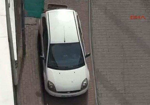 İstanbul Fatih'te bombalı araç alarmı