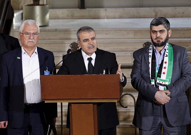 Yüksek Müzakere Komitesi sözcüleri Esad el Zubi, Muhammed Alluş ve George Sabra