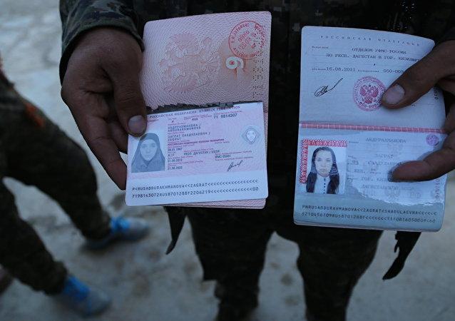 IŞİD komuta merkezlerinde bulunan Rusya vatandaşı bir kadına ait pasaport.