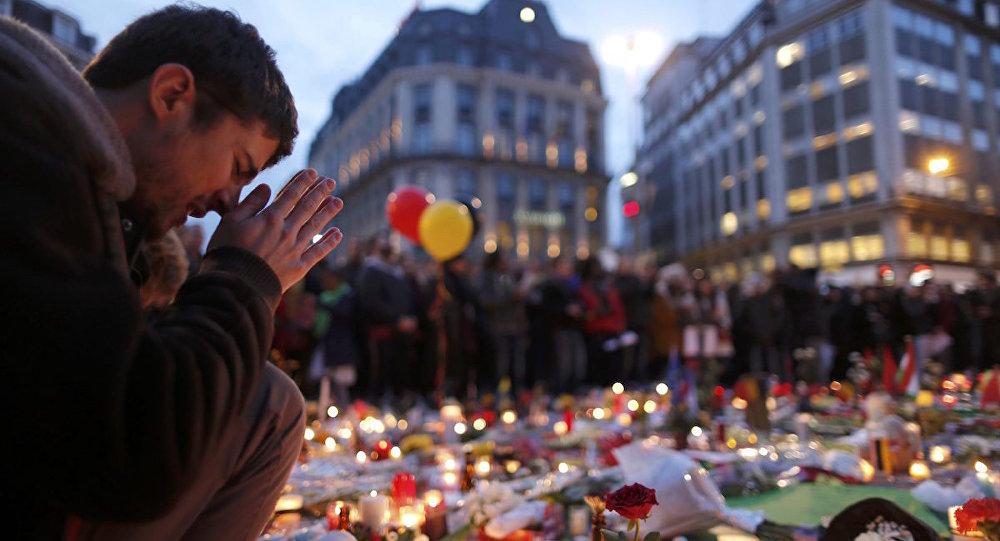 Brükselliler, saldırılarda hayatını kaybedenler için yasta