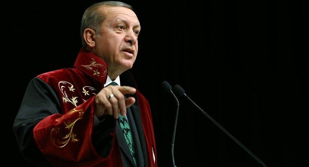 Cumhurbaşkanı Recep Tayyip Erdoğan, Yozgat Bozok Üniversitesi Erdoğan Akdağ Kültür ve Kongre Merkezi'nde düzenlenen İktisat Politikası Fahri Doktora unvan tevcih törenine katıldı.