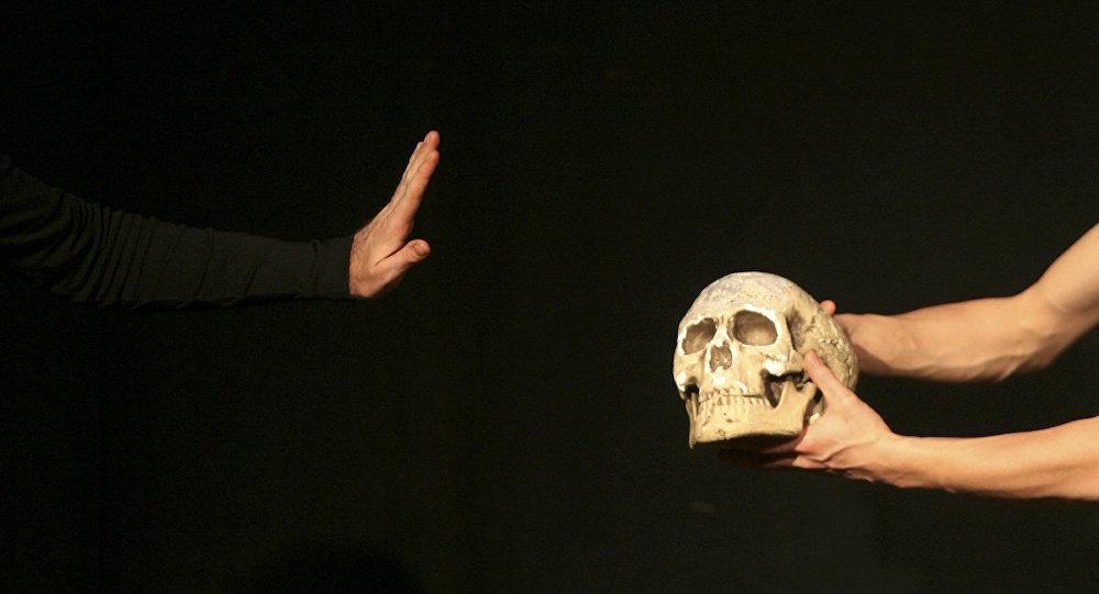 Shakespeare'nin Hamlet adlı oyunundan bir kare