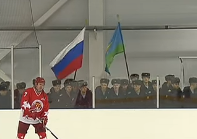 Rusya Savunma Bakanı Şoygu, hokey rinkinde