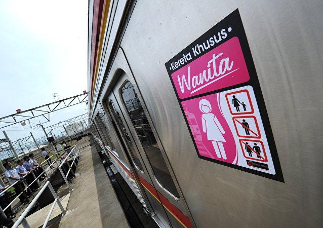 Endonezya'da kadın ve çocuklara özel tren