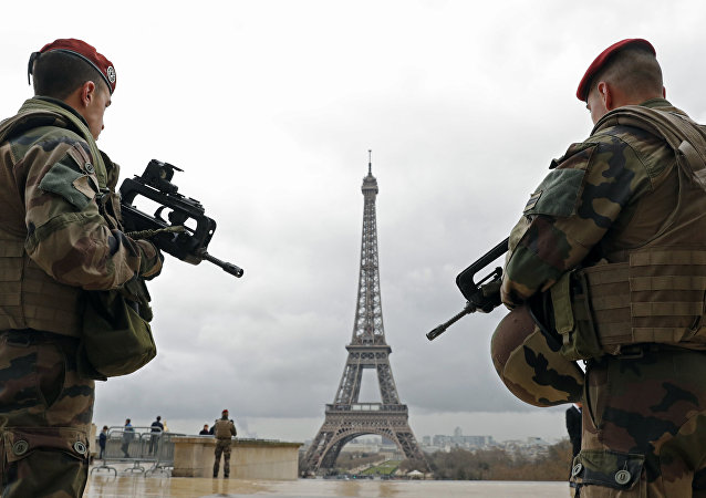 Fransız askeri - Paris