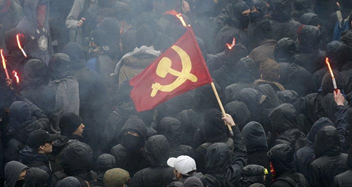 Fransa'daki çalışma yasasını protesto eden öğrenciler