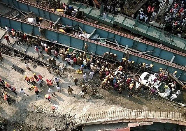 Hindistan'da köprü inşaatı çöktü