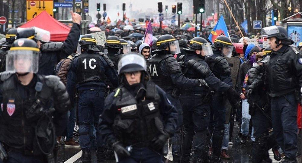 Fransa protesto