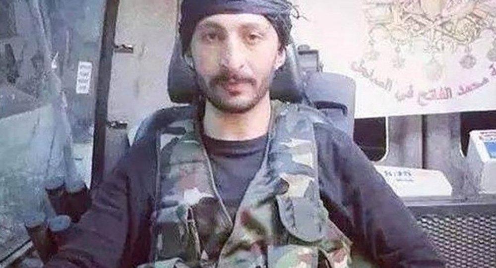 Türkiye'nin hava sahasını ihlal ettiği iddiasıyla düşürdüğü Rus savaş uçağından paraşütle atlayan pilotu öldürdüğü ileri sürülen ve bir süre önce Suriye'de savaştığı bir grup arkadaşıyla geldiği İzmir'de gözaltına alınan Alparslan Çelik.