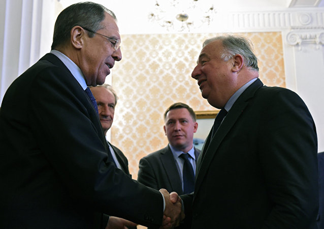 Rusya Dışişleri Bakanı Sergey Lavrov ve Fransa Senatosu Başkanı Gerard Lecher